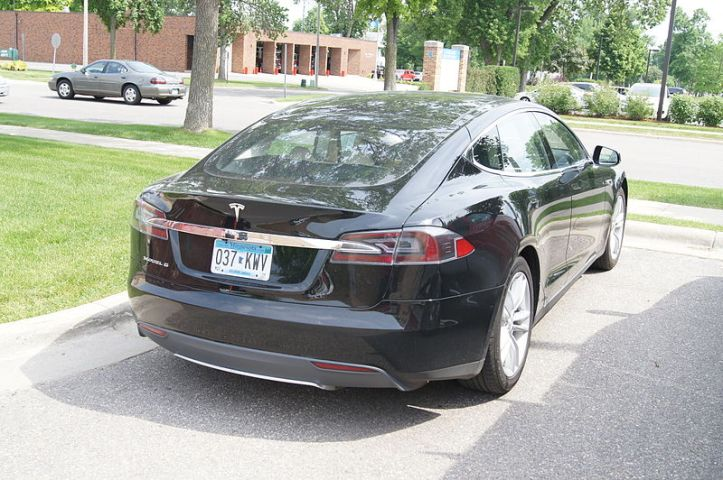 Tesla Model S (Image by Greg Gjerdingen via Wikimedia Commons)